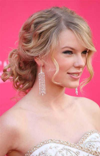 Taylor Swift Natural Hair, Long Hairstyle 2011, Hairstyle 2011, New Long Hairstyle 2011, Celebrity Long Hairstyles 2032